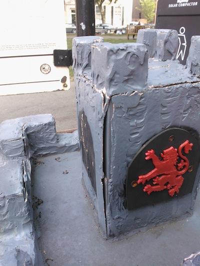 castledigbox_siege_2.jpg